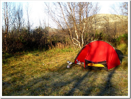 En helt perfekt tältplats faktiskt, ca 100 meter innan vidskyddet i Rittak eller Jågge som det står på vissa kartor. Rekommenderas.