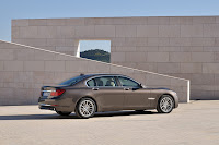 2013-BMW-7-Series-19.jpg