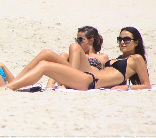 jordana brewster linda sensual biquine praia sexy sedutora semi nua desbaratinando  (1)