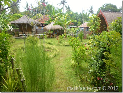 The garden and compound at Villa Kompok