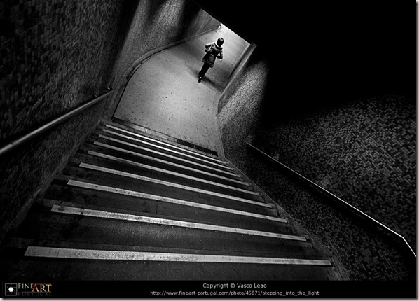 Stepping into the light © Vasco Leao