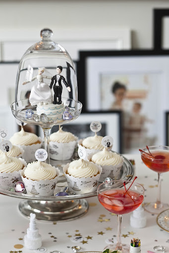 This more modern topper crowned a cupcake display.