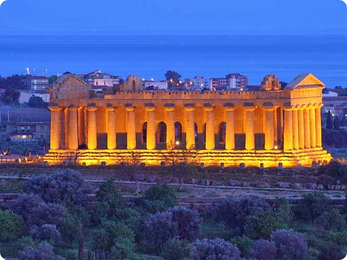 Agrigento_temple-of-Concordia_sera