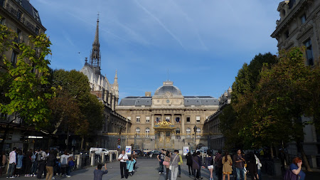 Things to do in Paris: visit St. Chapelle