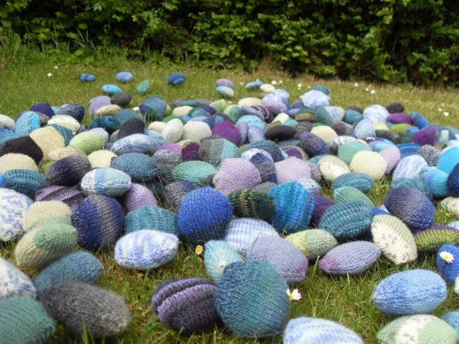 Hexipuffs på græsset