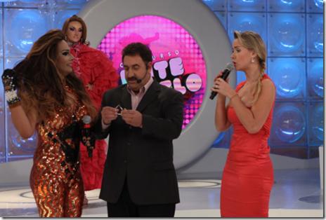 Ratinho e Lola Melnick no concurso Bate-Cabelo
