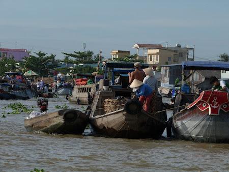 Piata plutitoare Can Tho Delta Mekongului