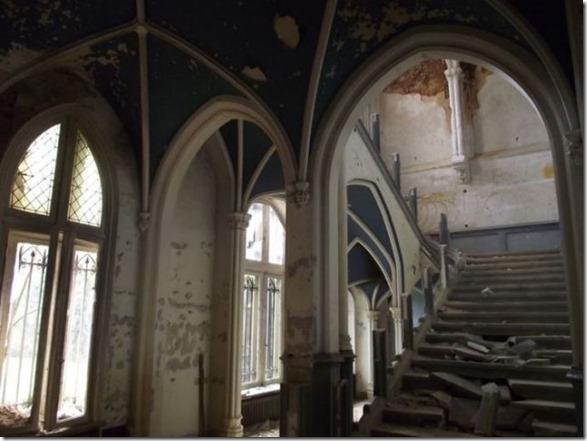 abandoned-castle-belguim-33
