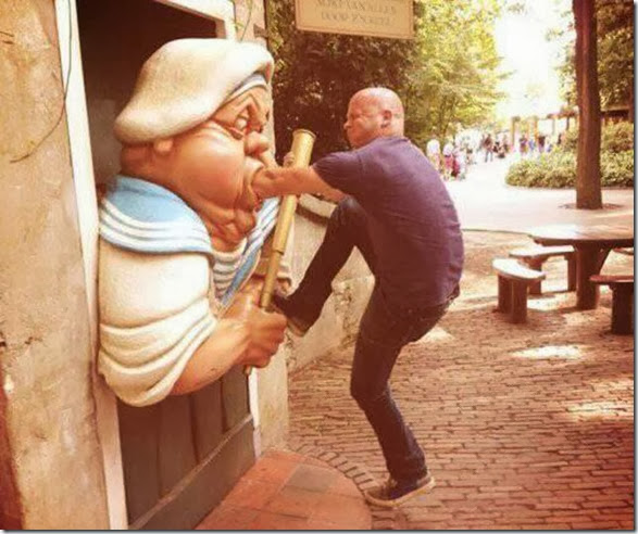 funny-statue-pose-003