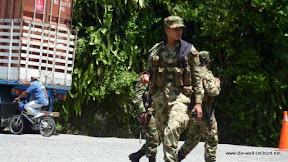 Militärkontrollen auf allen Hauptstraßen