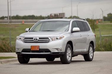 2011-Toyota-Highlander-frontquarter