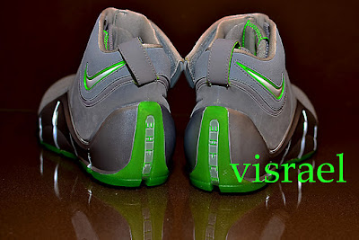 nike zoom lebron 4 pe real dunkman 1 02 The Real Dunkman Version of the Nike Zoom LeBron IV