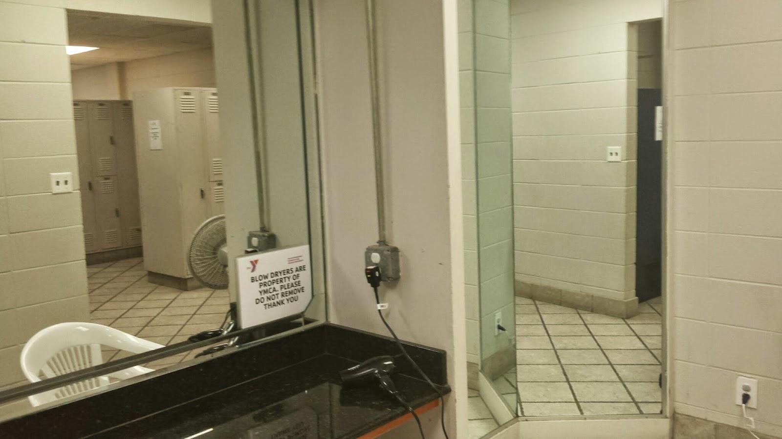 Tem até uma área toda de espelhos com secador pelo preço não  #604F33 1600x900 Balança De Banheiro Speedo