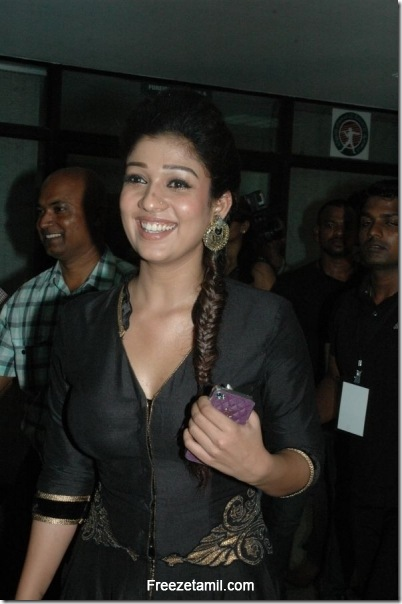Nayanthara-Latest-Photos-At-Filmfare-South-Awards-2012