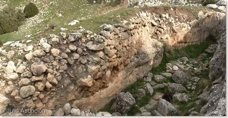 Restos de la torre de la entrada principal - Castellar de Meca