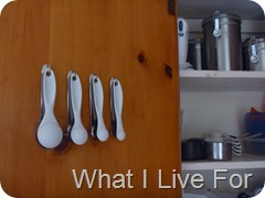 Hang measuring spoons on the cupboard door