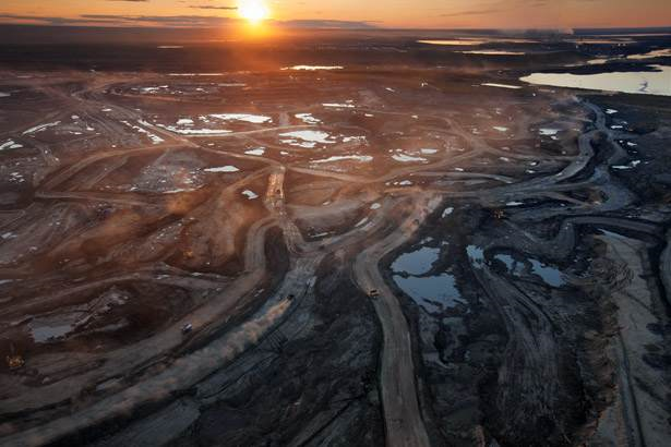 Aerial view of sunset over the Athabasca bitumen mine in Alberta, Canada. The proposed Keystone Pipeline System will transport petroleum products from the bitumen mine through the U.S. for export. Photo: revistamundoverde.net