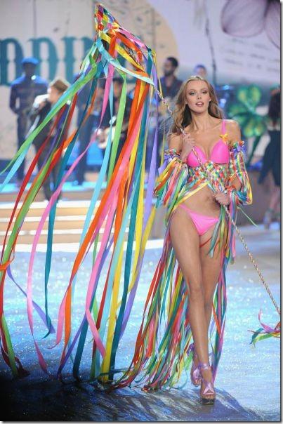 victorias-secrets-models-2012-28