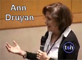 Respuesta de Ann Druyan. Enlace al minuto 3:54 del video.