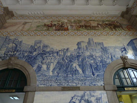 Things to do in Porto: visit the railway station Sao Bento