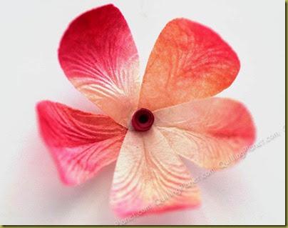 Цветок с текстурными лепестками