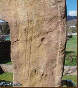 Menhir de Soalar - detalle de la alabarda