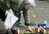 poveri-in-cerca-di-cibo