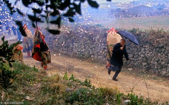 Cercavila matinal fins l'ermita de Sant Pau, festa major de Sant Pau,Sant Pere de Ribes, Garraf, Barcelona2000.01