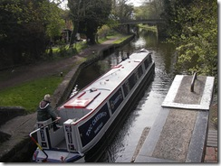 Linda aboard Earnest leave Kings Langley lock
