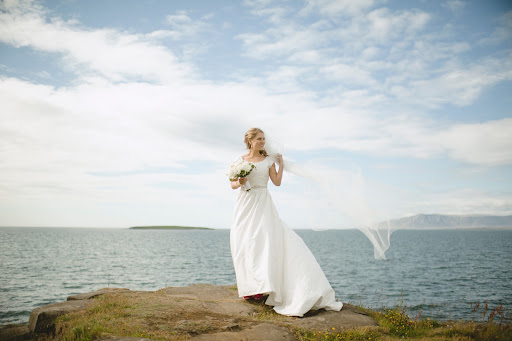 The all-white bouquet was arranged by Binni, at Blomaverkstaedi Binna, (whose quaint shop located in downtown Reykjavik does not have a website). It was tied together with a white handkerchief embroidered with an