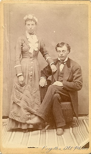 Wedding couple DL Antiques CdV simple dress