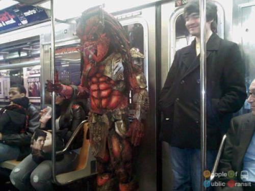 pessoas bizarras em metrô (1)