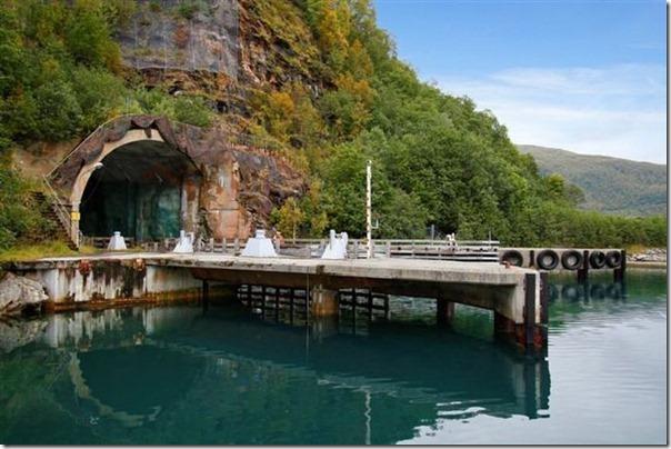 Quer comprar uma base submarina secreta (1)
