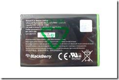 """Оригинальный аккумулятор J-M1 для BlackBerry 9900, тыльная сторона. """"Аккумуляторный элемент сделан в Корее, в дальнейшем все собрано в Китае"""""""