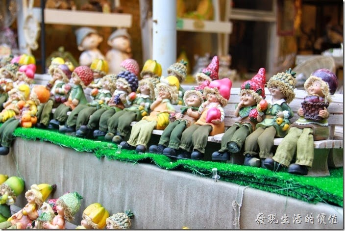 日本北九州-由布院街道。不知道這娃娃叫什麼(??妖精),但台灣很多餐廳內都有她的擺飾。