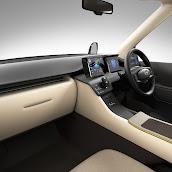 2013-Toyota-JPN-Taxi-concept-08.jpg