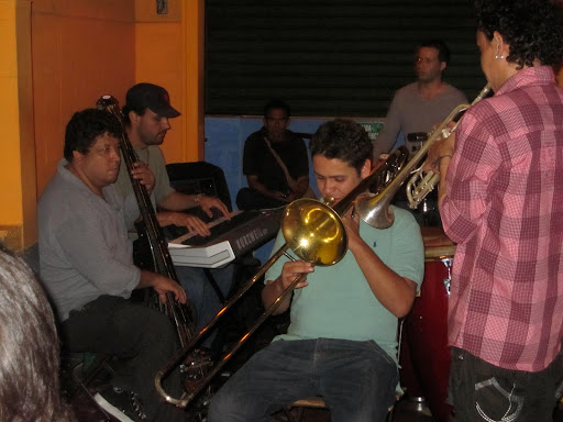 The salsa band at El Eslabn Prendido
