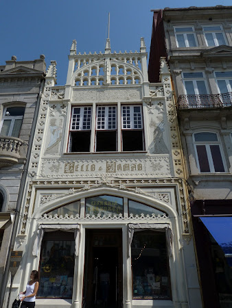 Things to see in Porto: Lello Book store