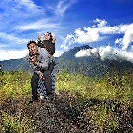 widi & aini by Puguh Gumilang - Wedding Other ( bali, wedding photography, strobist, couple, landscape, Wedding, Weddings, Marriage )