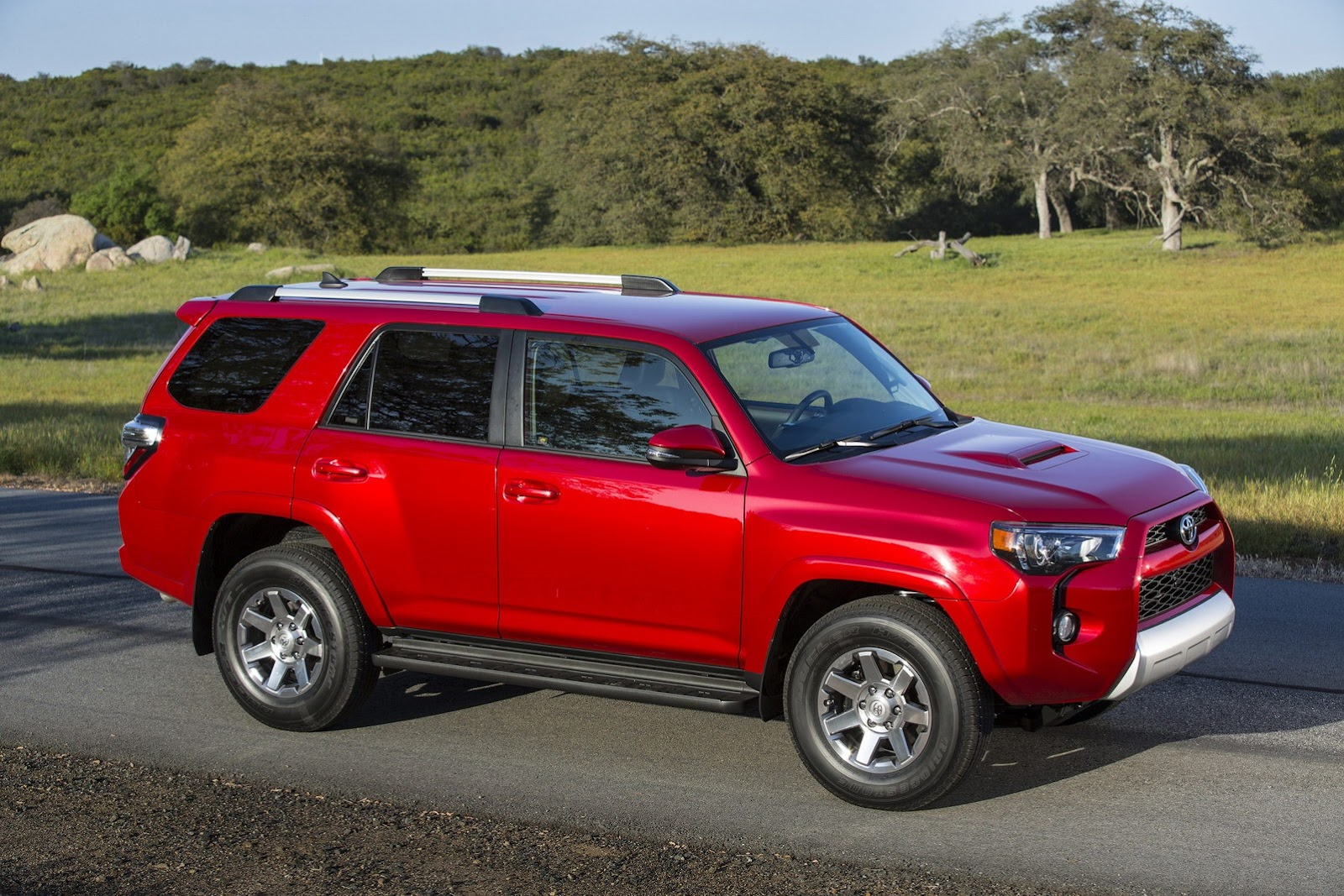 toyota gives 2014 4runner suv a styling massage cool. Black Bedroom Furniture Sets. Home Design Ideas