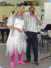 Fiona, the fairy, enchanting Len Hancy as he sang to the Prescott Club members. Peter Brophy, the North Shore Organ and Keyboard Club's Events Manager, appeared at the start of the show but then disappeared. I wonder what Fiona's surname is?