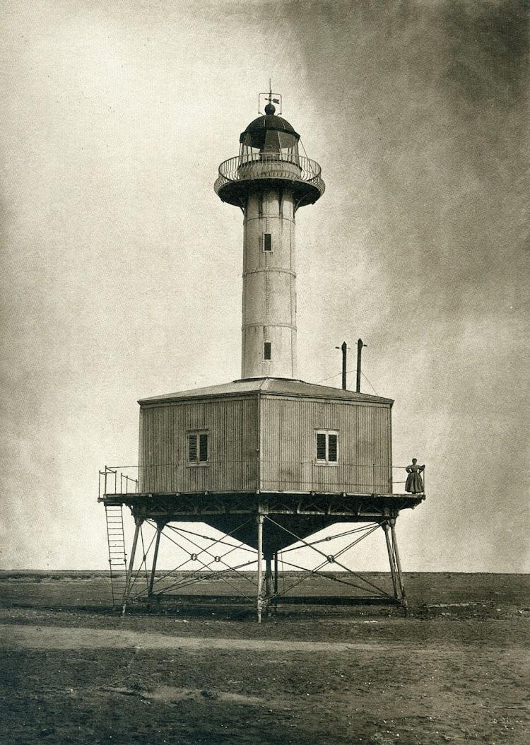 Faro de la Punta de la Banya. C. 1867.Foto José Martínez Sánchez. De Paris a Cadis.Calotipia y Col-lodio.jpg