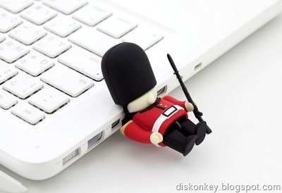 Queens Guard Soldier USB flash drive 2