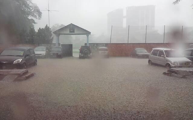 Banjir sana sini
