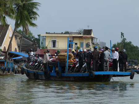 138. ferry boat local Hoian.JPG