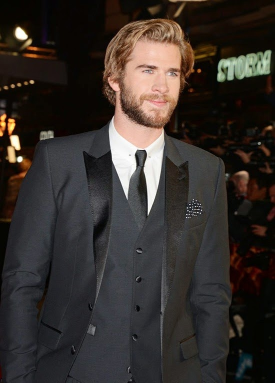 liam-hemsworth-the-hunger-games-mockingjay-part-1-2