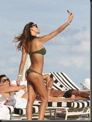 claudia-galanti-bikini-1218-15-675x900