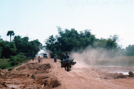 sosele Cambogia fara asfalt