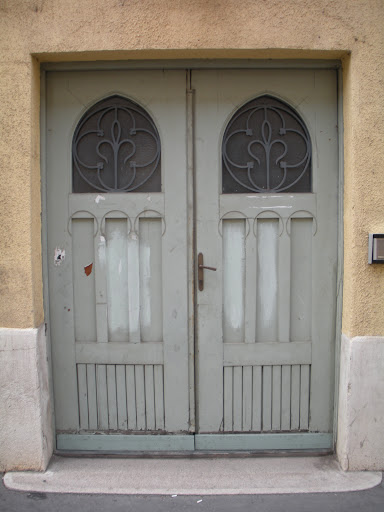 The metal work on the windows reminds me of fleur-de-lis. (Budapest)