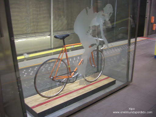 bicicleta-de-eddy-merckx-en-bruselas.JPG
